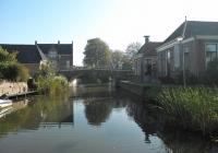 """04. Winsum. Monumentale stenen boogbrug """"de Boog"""" uit 1808. De brug verbindt Winsum met Obergum."""
