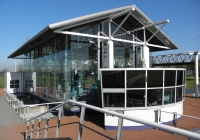 """9/2. Schutsluis en gemaal """"Den Deel"""". Het eerste Groninger bodemdalingssluis en gemaal. Gebouwd in 1992. Geldt als een van de mooiste moderne gemalen van Nederland. Het gebouw is grotendeels opgetrokken uit glas."""