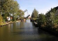 11.Brug en dorp (1654) Fraamklap. Bekend bij Noorderrondrit-schaatsers als de Bartlehiem van Groningen. Slechts 15 huizen en 40 inwoners. Direct na de brug nemen we een scherpe bocht naar bakboord. Vlot gevolgd door de……
