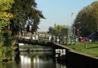15.Middelstum. Basculebrug Ewsum. Na deze brug nemen we gelijk een scherpe bocht naar bakboord.