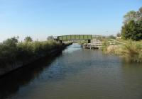 17.Toornwerd. De in 2011 gerestaureerde monumentale Toptil of Gele Til nabij de wierde Toornwerd. Reeds in 1660 was hier al een brug. Verbouw geschiedde in 1931. Dit is de enige brug in z'n soort in de provincie.