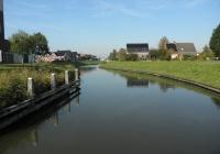 25.Zicht op Uithuizen direct na brugpassage.